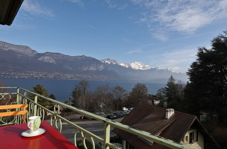 Superb Studio with exceptional lake view, 3*