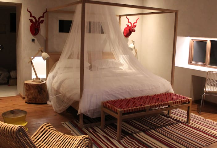 Master bedrooms with four poster beds