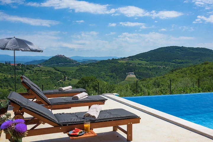 Motovun view villa with pool and beautiful view