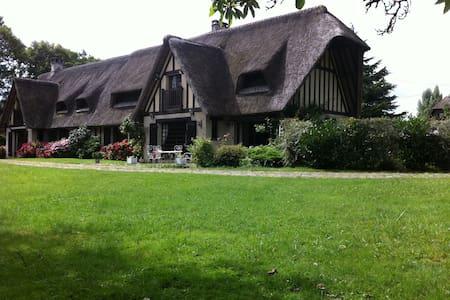 Chaumière Normande - bord de l'Eure - Hardencourt-Cocherel - Aamiaismajoitus