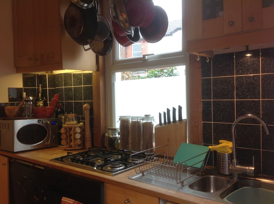 Well equipped kitchen with full cooker, microwave, dishwasher etc.
