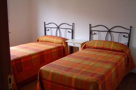 Habitación con 2 camas a alquilar