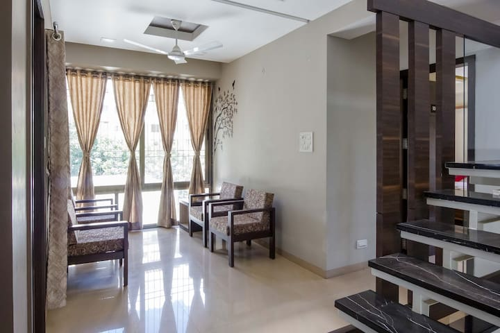6 Rooms in Luxurious 8bhk Bungalow