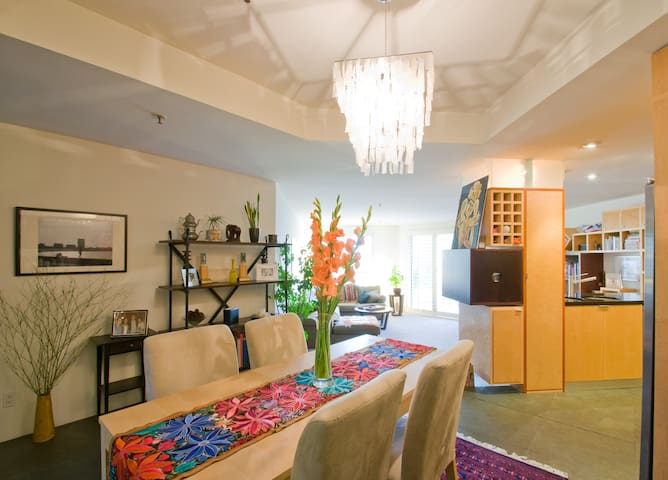 Heart of Main St, 1 block to beach! - Los Angeles - Apartment