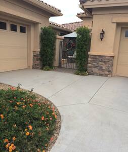 Quiet Casita on Golf Course with private entry - Sun Lakes - Bed & Breakfast