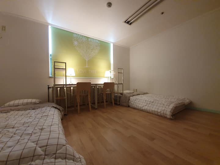 3minute toSinchon St, a comfortable private house.