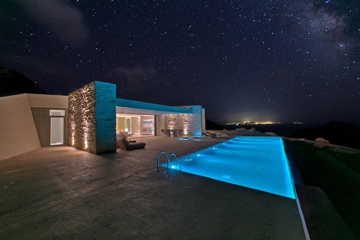 4 Bedrooms in Luxurious Villa Mylo Ios Greece