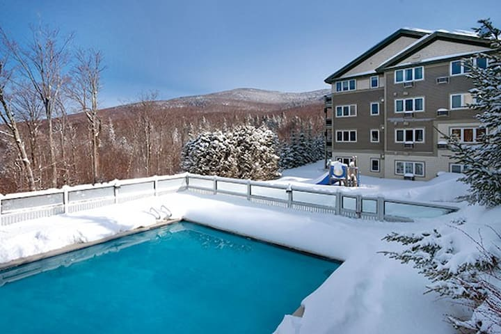 Smugglers' Notch, VT - 2BD Deluxe, Sleeps 8ppl