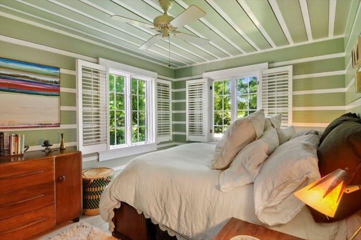 Queen bed in the green room