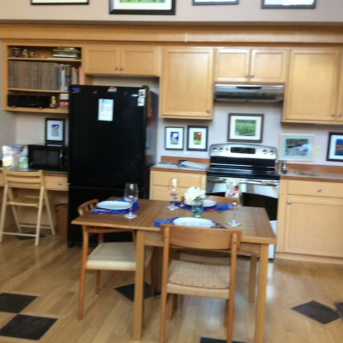 Full Kitchen - Stove/oven, full size refrigerator, dishwasher etc.