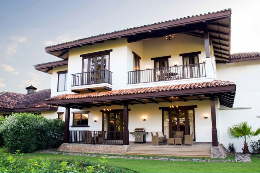 Luxury villa in hacienda pinilla villas for rent in for Villas for rent in costa rica