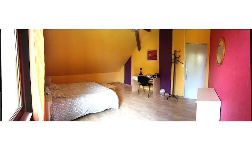 Private and sunny room - Wittelsheim - Rumah