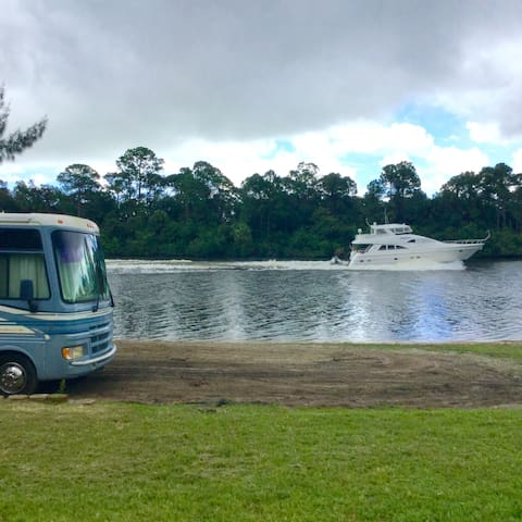 River view private beach - Palm City - Camper/RV