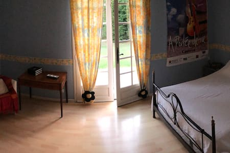 Chambre avec Sdb  + WC privatifs au calme