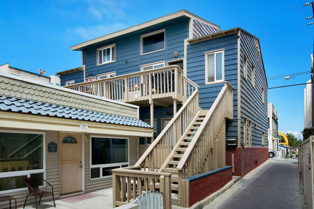 Access the duplex via a flight of stairs.