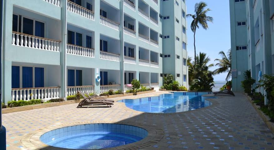 Sunny seaside studio - Mombasa - Apartment