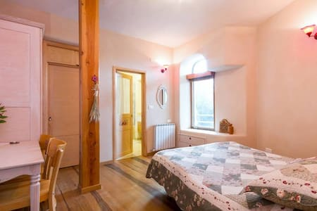 Private romantic provence room - Harashim - Casa