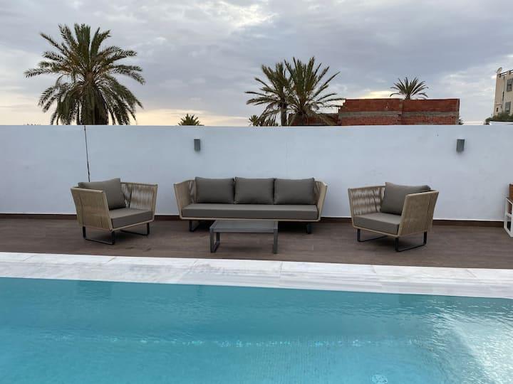 Villa neuve avec piscine à 700m de la plage
