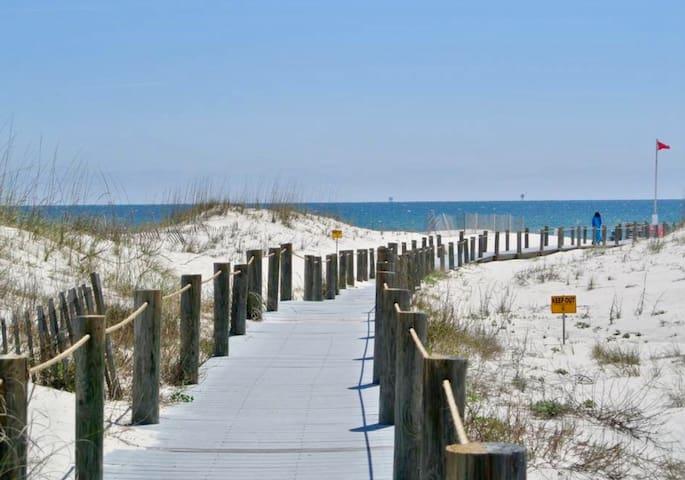 It's Beach Time! Condo in Gulf Shores Plantation