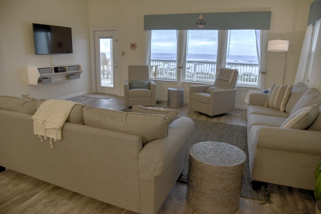 Expansive ocean view from living room! Flat screen TV, 2 recliners, sleeper sofa