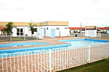 Lugar tranquilo,Quarto com suite, ar condicionado, - Cuiabá