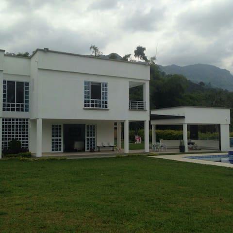 Espectacular villa chalet en eje cafetero
