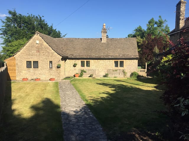 Cosy cottage on outskirts of Bath