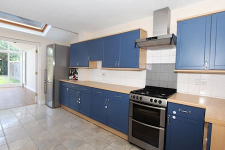 Sunny house with easy access to the city centre - Cambridge - Haus