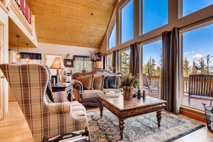 Tall Pines is very tastefully decorated in luxurious mountain decor.