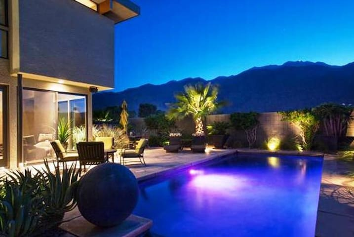 Stunning Palm Springs Retreat