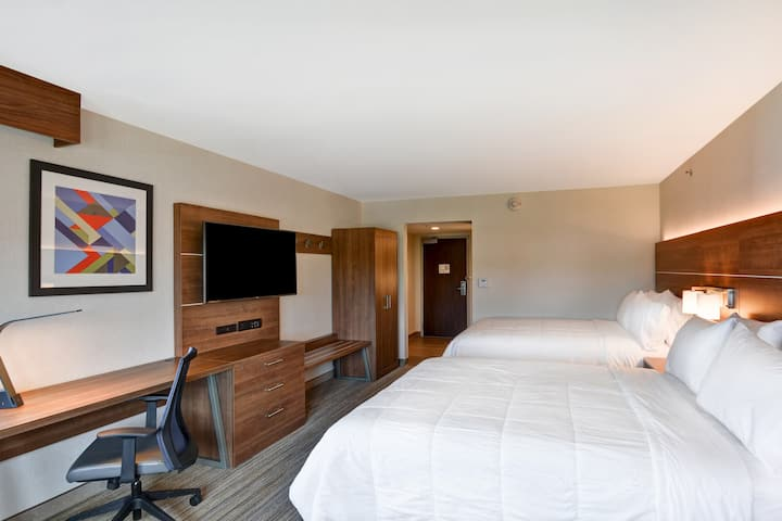 Deluxe Hotel Room Close to Downtown FREE Parking