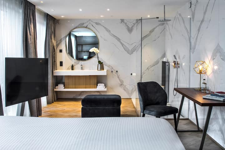 CITY CENTER - LUXURY 4* BOUTIQUE HOTEL - JUNIOR SUITE