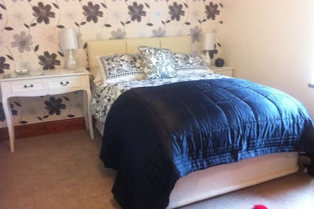 Ensuite Rm & Continental Breakfast - Llanbedr