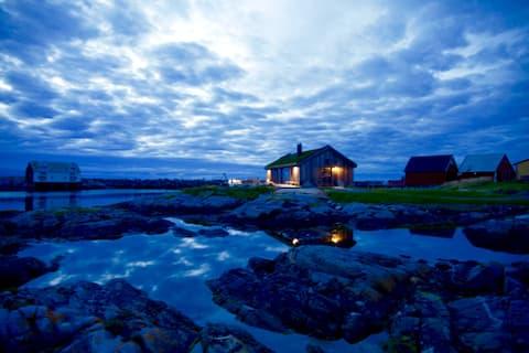 OlsenNaustet,Veiholmen - a boathouse by the sea