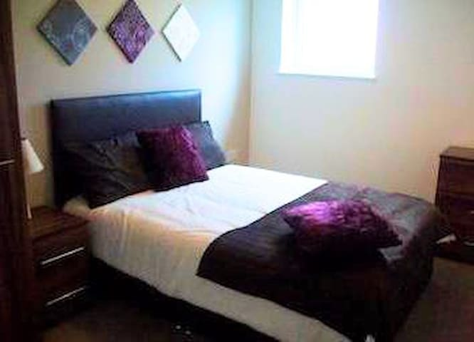 Cosy apartment very close to public transport - Salford - Pis