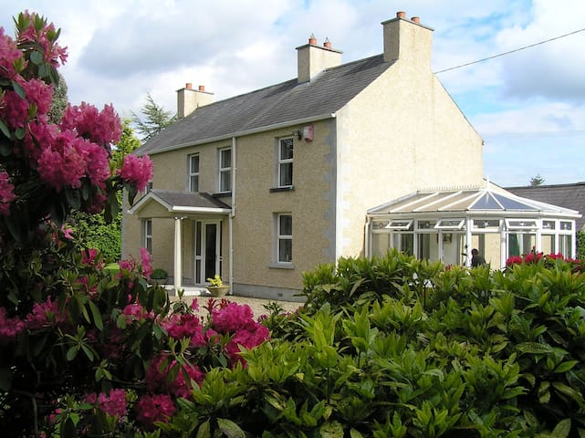 Cavan View Farmhouse, Central Location, 4star NITB