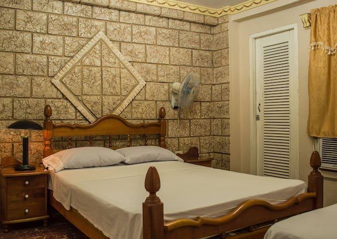 Rodrigo & Tania. Dormitorio 2