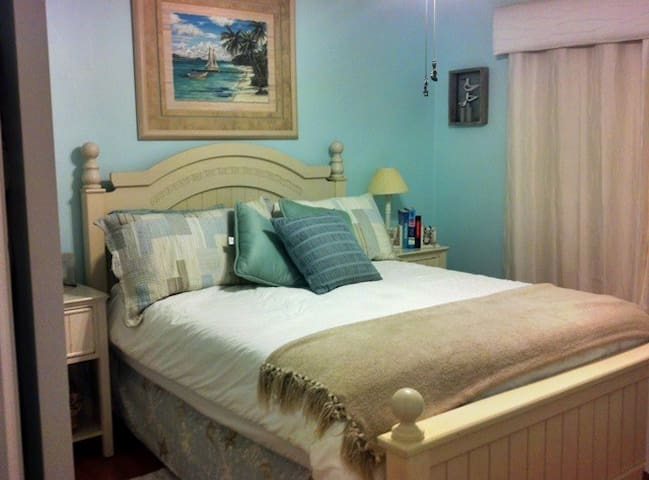 """Shores E Nuff"" Beach Cottage - Saint Augustine - Villa"