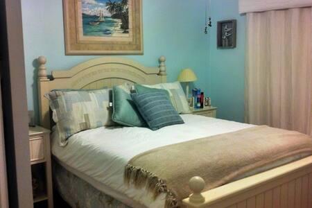 """Shores E Nuff"" Beach Cottage - Saint Augustine"