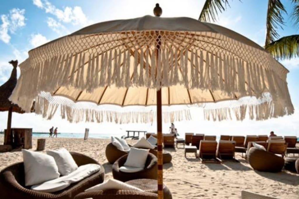 Lounges, Sun beds & Umbrellas... perfect combination at a highly recomended family beach club, breakfast bufet available not included on rent.