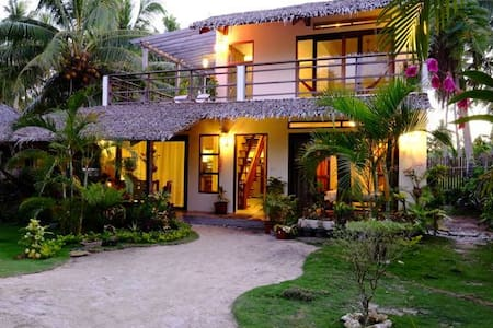 3 bedroom house close to the beach - general luna, siargao island - 獨棟