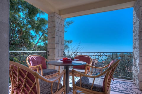 Two Bedroom Apt with Sea View in Sv. Stefan (4+1)