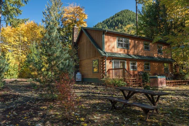 Zigzag Mountain Lodge is a dog-friendly log cabin near hiking with decks, BBQ & hot tub