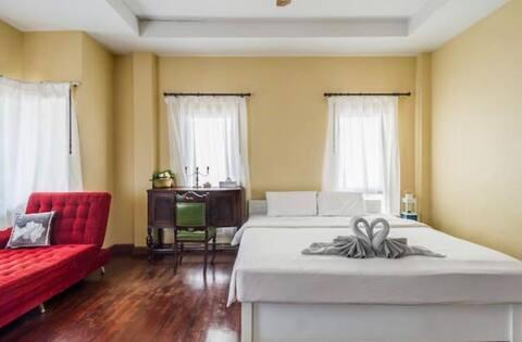 芭东三卧室泳池别墅/可以走路到江西冷/ 附近餐厅便利/ 可以做饭