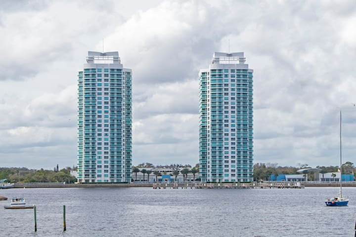 Riverfront  Luxury Condo near Daytona Beach