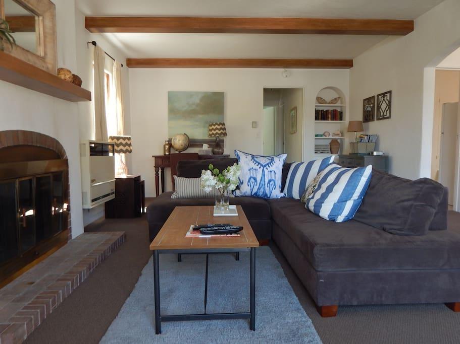 Romantic Beach Spanish Duplex Apartments For Rent In Santa Barbara California United States