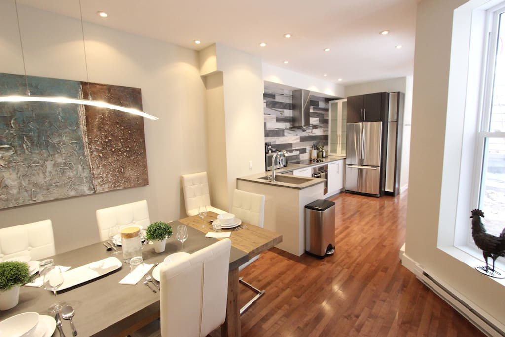 Plenty of seating in this convivial kitchen open on the dining area!
