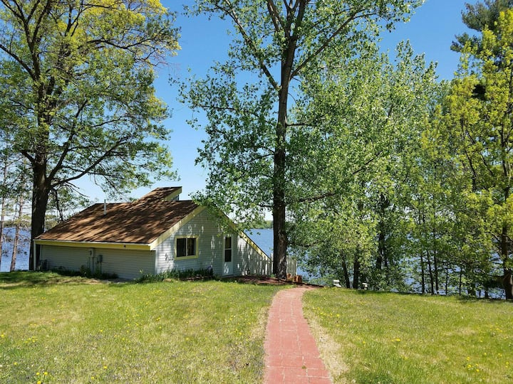 Charming Lake Cabin 3bdr, 2ba - 1 hr from Mpls
