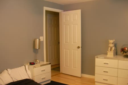 Clean Room w/ Private Bath - Cary - Haus