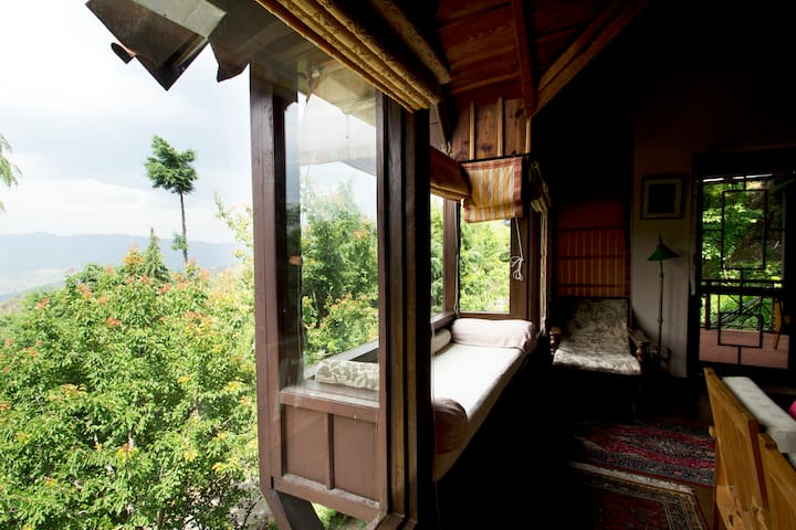 Himsukh: 3-bedroom cottage: Room #2 - Almora - Huis